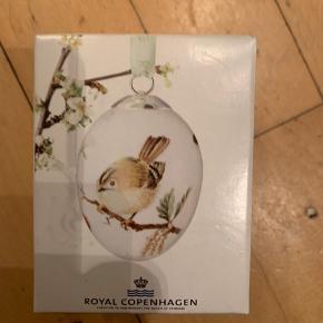 Royal Copenhagen 6 cm æg i original æske med rede og bånd  1 sortering -samler objekt   2012 FUGLEKONGE  (1249 910) Sender + Porto