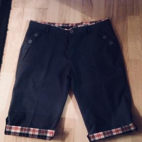 2 stk . Shorts til herre. Men for små 👖 De er i Hadsten