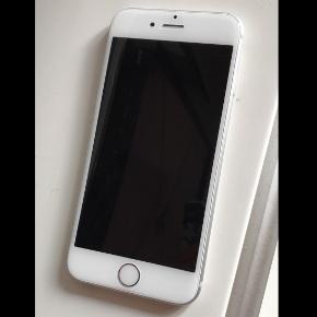 Jeg sælger min IPhone 6s, (da den er defekt. Jeg tror det skyldes i forbindelse med vand, men jeg er ikke sikker.. jeg har forhørt mig hos forskellige butikker med repetitioner, som har fortalt at prisen for at få den lavet kan varierer alt fra 200,- til 700,- alt efter hvad der skal laves (blot info til jer)  Mobilen har været brugt i cirka 10 mdr.  Æsken til iPhonen ligger hos mine forældre, hvor jeg tror at kvitteringen er i, men jeg er desværre ikke sikker.  💫 skriv for nærmere info