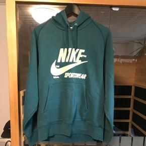 Nike Sportswear  Str. S, men fitter en Medium