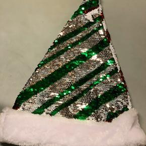 Nissehue med palietter, som kan vendes, så huen kan være stribet i grøn/sølv eller hvid/rød  Brugt én gang