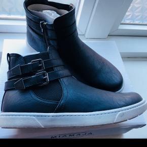 Nye MiaMaja støvler med foer Nypris 600kr
