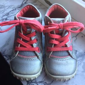 b01ccb9ad179 Ecco - sko Str. 22 Næsten som ny Farve  sølv Køber betaler Porto!