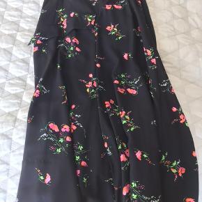 Salli nederdel. Ny pris 2000,- prisen er fast