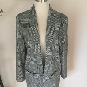 Ny dame habit jakke M ny pris på 499kr sælges til 1/2 pris