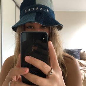 Overvejer at sælge min blanche bøllehat som er Købt i sommers i abelone i Holte for 600 som ny. Køber betaler fragt og returnere ikke! Mp 300
