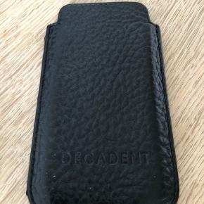 Decadent mobilcover i sort læder. Passer til iPhone 5/SE
