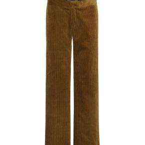 Rabens Saloner Corduroy Pant Caramel!  Rabens Saloner Corduroy Pant Caramel er et par cool fløjlsbukser med et løst og let fit.