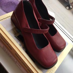 Flade sko med flot hæl fra Mary B., størrelse 39