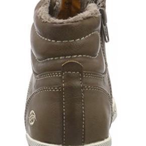 Helt nye. Kun prøvet på lækre vinter støvler fra Dockers. Med let foer så perfekt til den danske vinter. Sælges kun idet de er købt i forkert str .