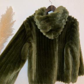 Ganni pels- & skindjakke