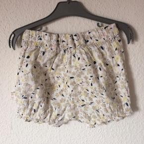 Creamie - shorts Str. 92 Næsten som ny Farve: råhvid med mønster Lavet af: 100% bomuld Køber betaler Porto!  >ER ÅBEN FOR BUD<  •Se også mine andre annoncer•  BYTTER IKKE!