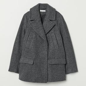 Fed grå frakke fra h&m. Brugt meget få gange og fejler derfor intet. Nypris var 500 kr