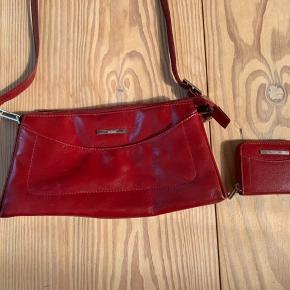 Mega fin taske med tilhørende pung! Fremstår som på billederne - rigtig fint og skøn farve😍