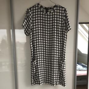 Sælger denne kjole fra abercrombie i en str. S. BYD