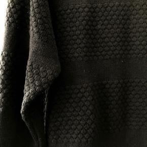 Marc Lauge strik trøje. Aldrig brugt. Str. L, fitter m / l Np: 200 kr.