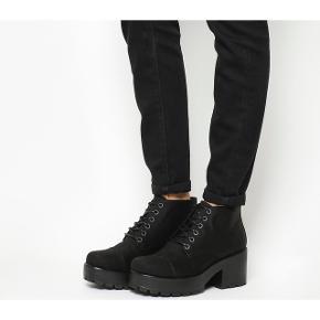Gode støvler i kanvas med chunky hæl fra Vagabond.  Jeg renser naturligvis skoene inden de sendes. 😊   #trendsalesfund