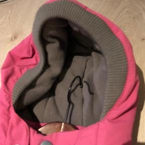 Bytter ikke og prisen er fast Bredde:45cm*2 Længde;54cm Ærme fra armhule:36cm Gode ende af gmb Jakke vinterjakke