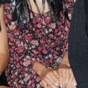 Sød blomstret kjole fra gina tricot