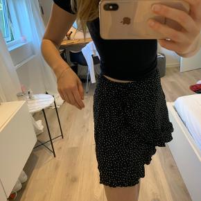 Fineste nederdel fra brandy Melville  Bruge én gang hvor den blev prøvet på herhjemme Elastisk  Fitter bredt (XS - M)