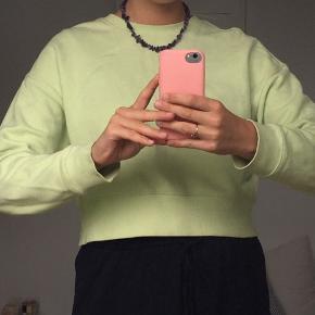Monki cropped sweater i super fin farve!!   Kan passes af xs-m  Hvis du bor i nærheden af Horsens kan vi aftale at mødes 🧡