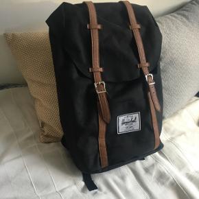 Herschel rygsæk, med computerrum inden i. Brugt få gange, fremstår som ny