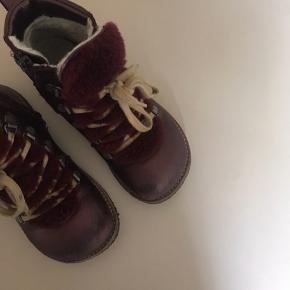 Fineste Angulus støvler. Brugt i vinters. En del slid på spidsen af støvlen, men ellers i så fin stand. Prisen er inkl. forsendelse.