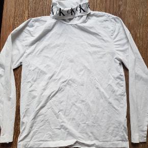 Mega lækker sweater/longsleeve fra Calvin Klein.  Købt ved streetammo
