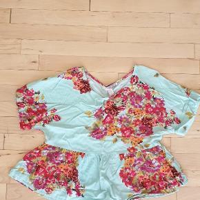 Superfin let oversize t-shirt med blomsterprint.