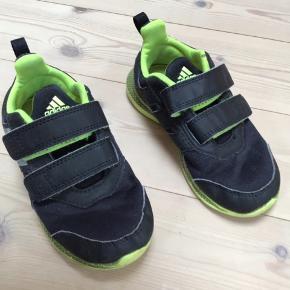 Adidas sko i meget pænt stand