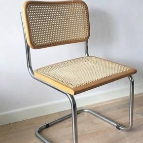 Italienske flotte frisvinger stole i nærmest perfekt stand. Flettet er indtakt og der er ingen ridser. Har to stk.  Kan afhentes på Nørrebro.  Prisen er fast pr stk.