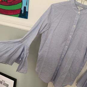 Lækker skjorte fra Calvin Klein med fine detaljer ved ærmerne