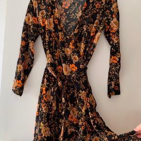 Super fin kjole både til hverdag og fest.