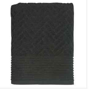Mette Ditmer håndklæder i grå. Aldrig åbnet.  2 stk. 50 x 95 cm (nypris 220 kr) 2 stk. 70 x 133 cm (nypris 110 kr) I alt for 660 kr.   BYD :-)