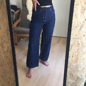 Mørkeblå culotte-bukser fra MANGO