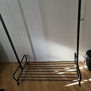Hængestativ 110x165x60 cm i metal.