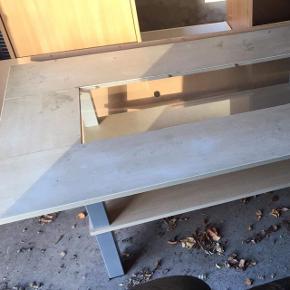 Ældre sofabord med glasplade.  100 kr