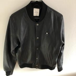Læder jakke fra Wood WoodStand 10/10, aldrig brugt Sælges da størrelse er for lille Nypris 4200kr. BYD!