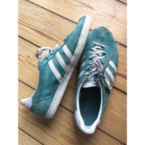 Adidas gazelle str. 39 1/3.   Sender gerne med DAO. Ved køb over 250,- betaler jeg porto :)