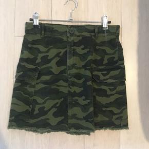 Camo nederdel fra envii, str xs. Standen er som ny 😊 Afhentes i Aalborg c eller sendes på købers regning.