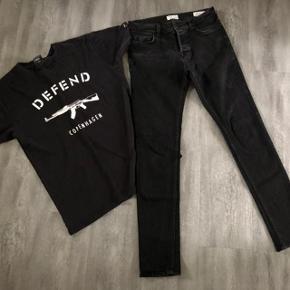 * Super flotte nye jeans 🤩 * Brugt 4-5 gange + defend - t-shirt  Samlet pris 150