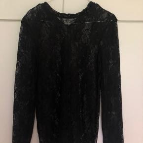 Sælger denne vildt smukke blonde bluse Den er fra Saint tropez og i str small Sælges billigt