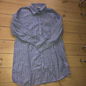 Oversize stribet skjorte   Kun til afhentning.