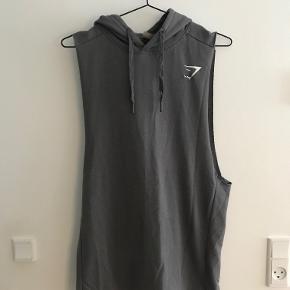 Gymshark sleeveless hoodie i grå.