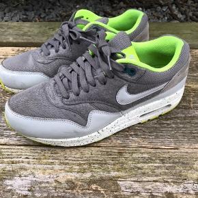 Lækre sportssko fra Nike. Behagelig at gå i.  Kom med et bud.
