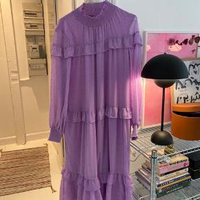Smuk lang Résumé kjole, brugt ca. 5 gange