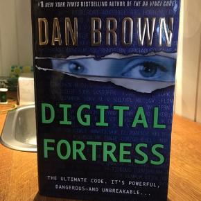 Digital fortress af Dan Brown på engelsk. Sender gerne på købers regning