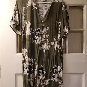 Fin kort kjole/lang tunika til et par bukser indenunder