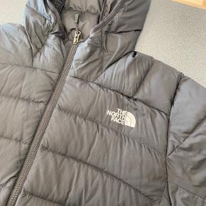 Ganske fin TNF jakke  Brugt i én sæson  Bud modtages gerne