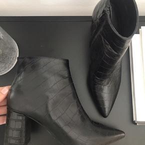 Flotte crocopræget støvler fra billi bi. Aldrig brugt!